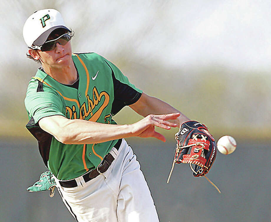 Southwestern's Scott Kasting makes a bare-hand grab in a game last season. Kasting returns from last year's team that went 26-10 Photo: Billy Hurst File Photo| For The Telegraph