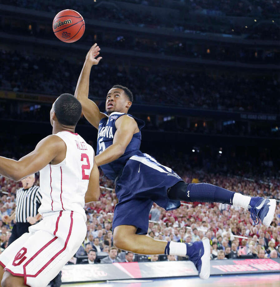 Villanova guard Phil Booth shoots against Oklahoma guard Dinjiyl Walker (2) Saturday in Houston. Photo: David J. Phillip | AP Photo