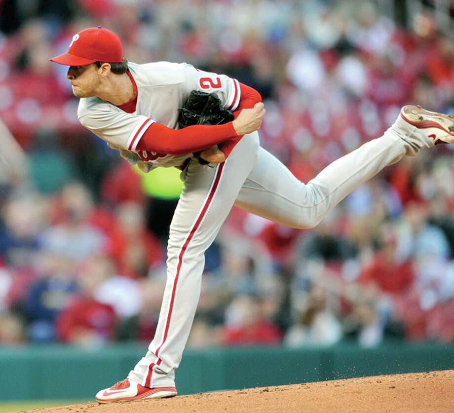 Phillies starter Aaron Nola (27) pitches to the Cardinals Tuesday in St. Louis. Photo: AP