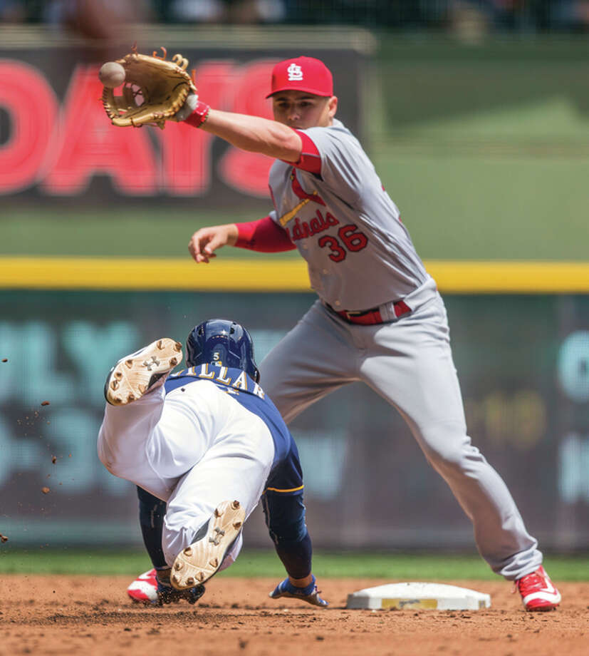 The Brewers' Jonathan Villar (left) is caught by Cardinals shortstop Aledmys Diaz while stealing second during the third inning Sunday in Milwaukee. Photo: Associated Press
