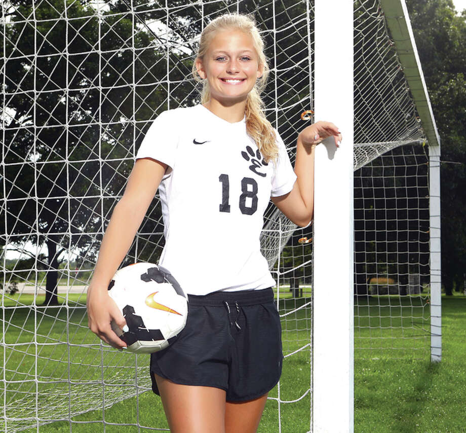 Abby Crabtree scored 16 goals and added nine assists to lead Edwardsville to an 18-2-1 record. Crabtree, who earned Illinois High School Soccer Coaches Association All-State honors, is The Telegraph Large Schools Girls Soccer Player of the Year. Photo: Billy Hurst | For The Telegraph
