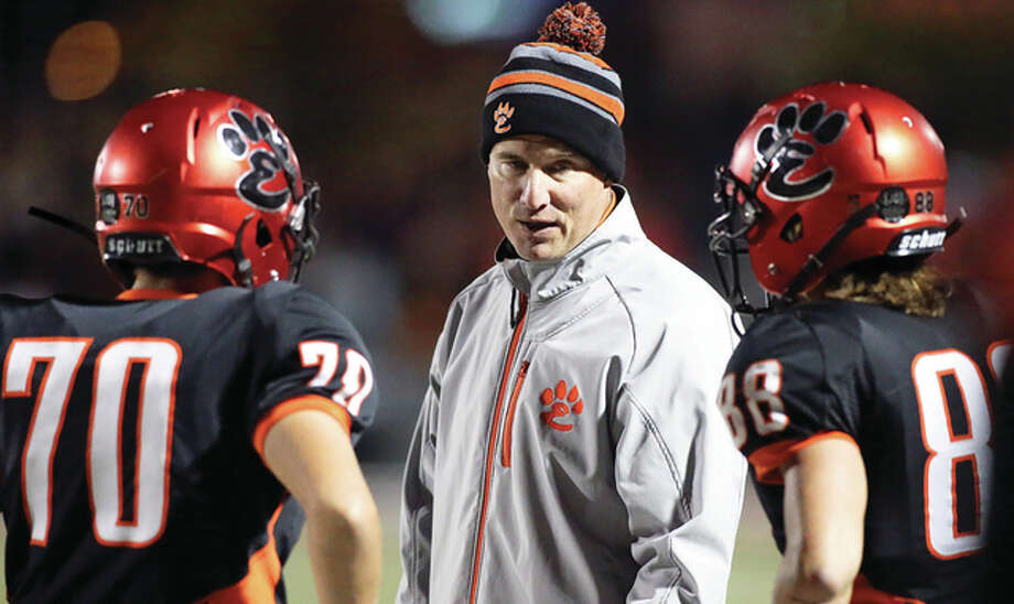 Edwardsville coach Matt Martin talks with Garrett Burns (70) and Nathan Kolesa (right) during a game last season at the District 7 Sports Complex in Edwardsville. Photo: Scott Kane | For The Telegraph