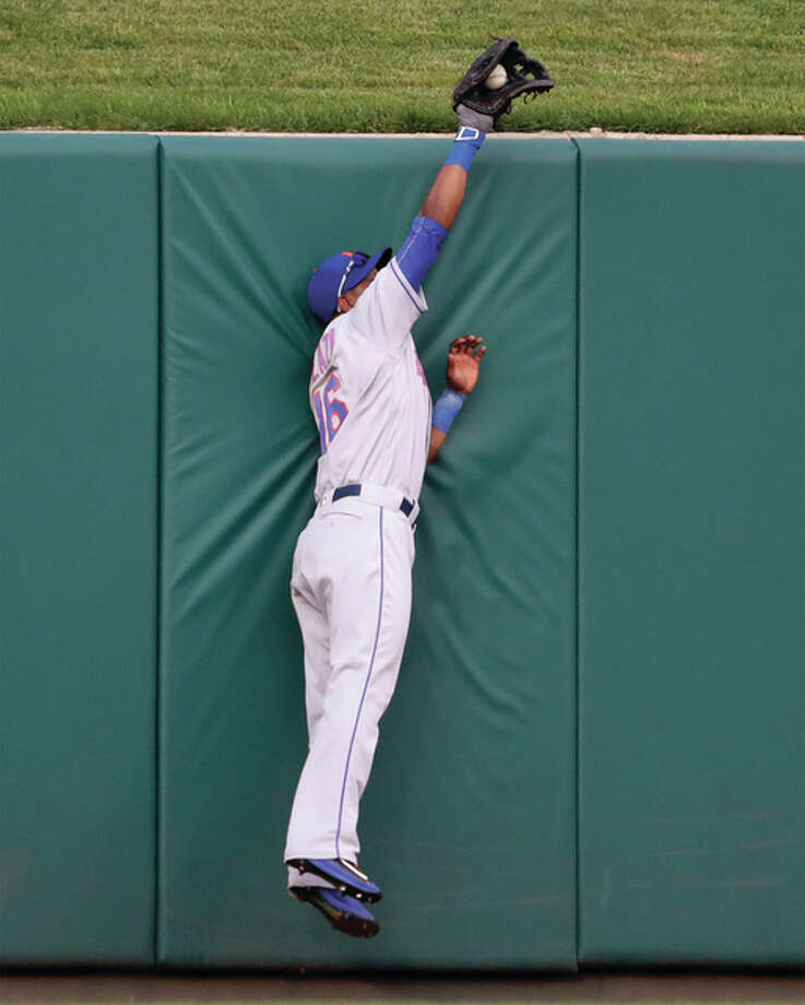 Mets center fielder Alejandro De Aza makes a leaping grab at the wall to rob the Cardinals' Matt Carpenter in the first inning Thursday night at Busch Stadium. Photo: Associated Press