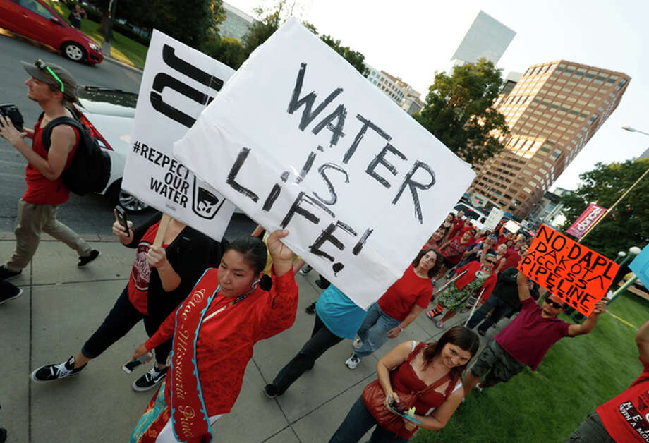 A line of protesters against the construction of the Dakota Access oil pipeline on the Standing Rock Reservation in North Dakota head to a unity rally on the west steps of the State Capitol late Thursday, Sept. 8, in Denver. Photo: (AP Photo/David Zalubowski)