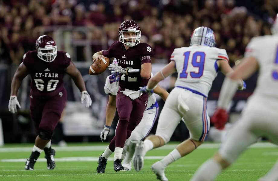 After initially committing to Northwestern State last August, the team had a coaching change and went in a different direction. On signing day, Cam Arnold, pro-style quarterback announced his commitment to Stephen F. Austin. Photo: Tim Warner, Freelance / Houston Chronicle
