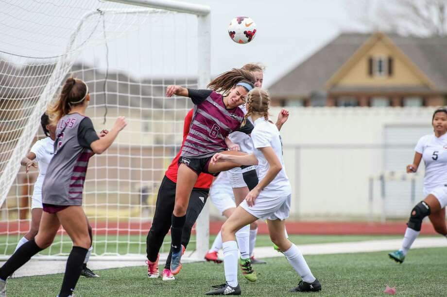Pearland's Kayla Izaguirre heads the ball in a recent District 23-6A soccer match with Dawson. Photo: Hendricks Rockography / Lloyd Hendricks
