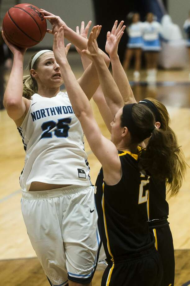 Northwood's Karli Herrington takes a shot during the Timberwolves' game against Michigan Tech on Saturday, Feb. 10, 2018 at Northwood University. (Katy Kildee/kkildee@mdn.net) Photo: (Katy Kildee/kkildee@mdn.net)
