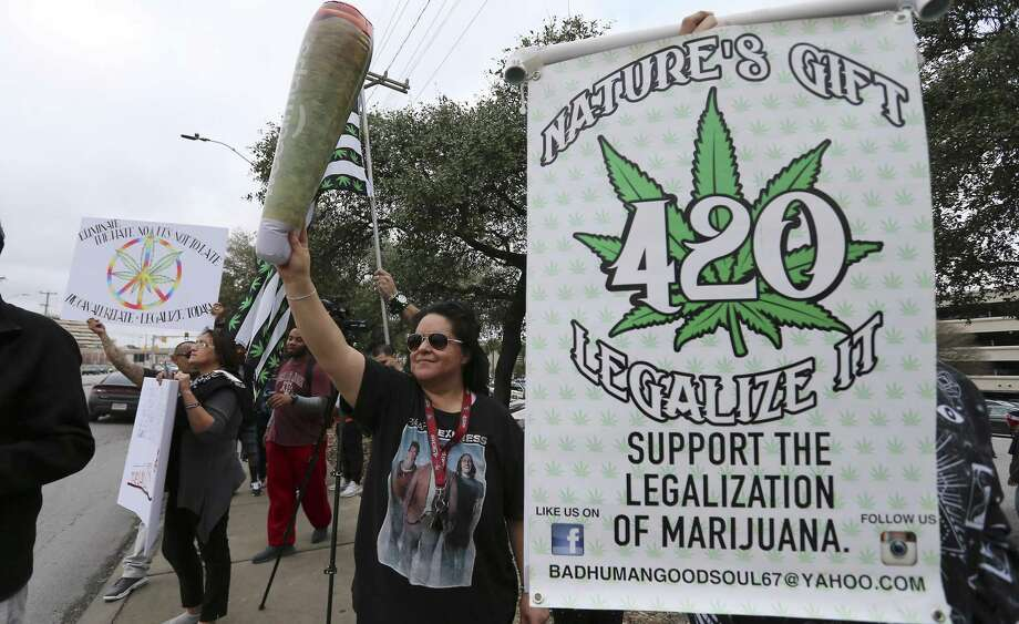 A crowd in San Antonio last year rallies in favor of the legalization of cannabis in Texas. A reader notes the positive impact that would have on tax revenues in Texas. Photo: Kin Man Hui /Staff File Photo / ©2018 San Antonio Express-News