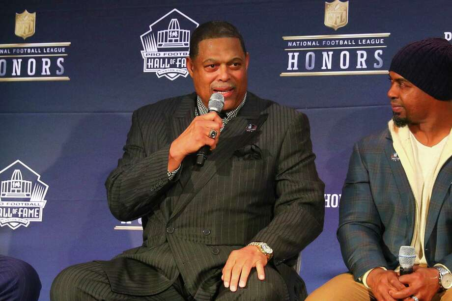 Former Oilers star outside linebacker Robert Brazile, left, was elected into the Pro Football Hall of Fame on Feb. 3, more than three decades after his final season in 1984. Photo: Icon Sportswire, Contributor / ©Icon Sportswire (A Division of XML Team Solutions) All Rights Reserved