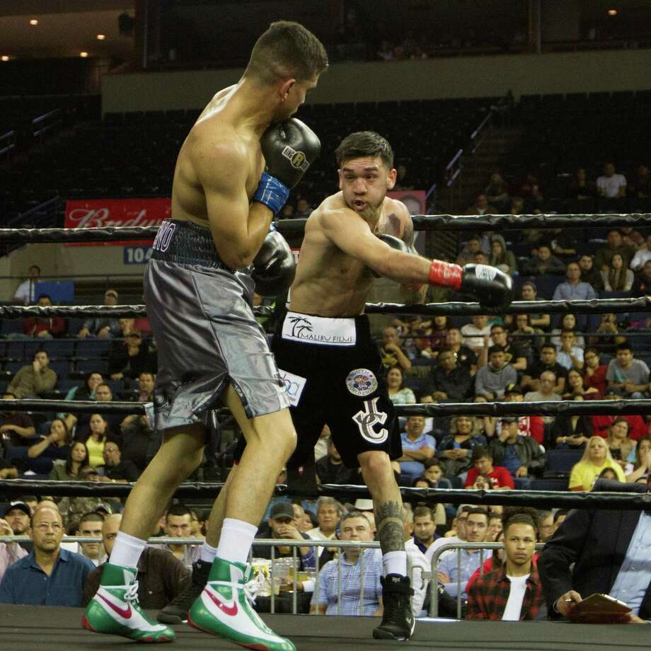 Jorge Castañeda was upset in the sixth round by technical knockout against Randy Moreno Ochoa in Fight Fest 16 Friday night at Laredo Energy Arena. Photo: Edgar Ramos /Courtesy