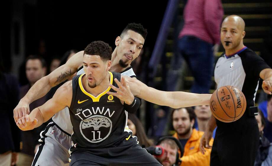 Danny Green (14) goes for the ball while defending against Klay Thompson (11) in the first half of the Golden State Warriors' game against the San Antonio Spurs at Oracle Arena in Oakland, on Saturday, February 10, 2018. Photo: Carlos Avila Gonzalez, The Chronicle