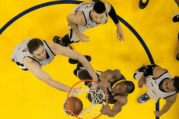 Andre Iguodala (9) dunks in the first half as the Golden State Warriors played the San Antonio Spurs at Oracle Arena in Oakland, Calif., on Saturday, February 10, 2018.