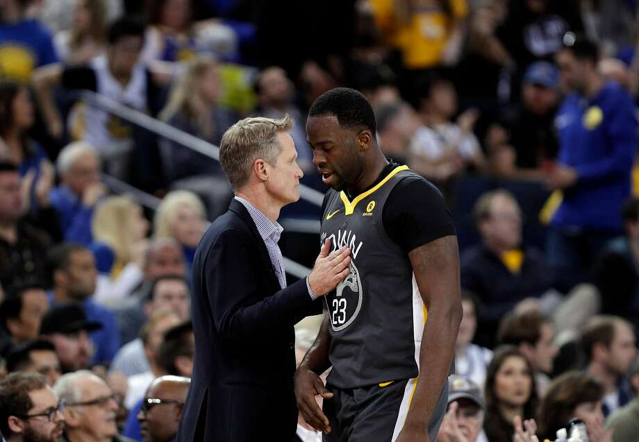 Steve Kerr pats Draymond Green (23) on the chest as he comes out of the game late in the second half as the Golden State Warriors played the San Antonio Spurs at Oracle Arena in Oakland, Calif., on Saturday, February 10, 2018. Photo: Carlos Avila Gonzalez, The Chronicle