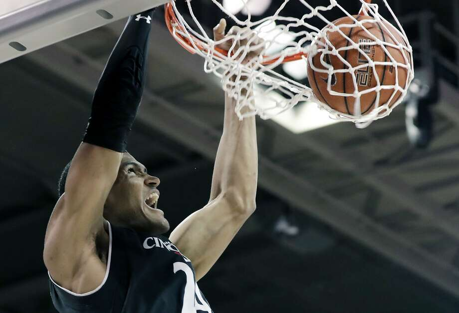 Cincinnati forward Kyle Washington dunks against SMU on Sunday. The No. 6 Bearcats have won 16 games in a row, the highest ranking and longest win streak in coach Mick Cronin's 12 seasons. Photo: Tony Gutierrez, Associated Press