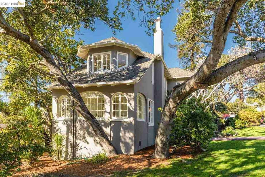 This gorgeous Berkeley home is on the market for the first in 57 years. 1797 Thousand Oaks asks $1,695,000. Photo: ANN ARRIOLA PLANT, MARVIN GARDENS EAST BAY