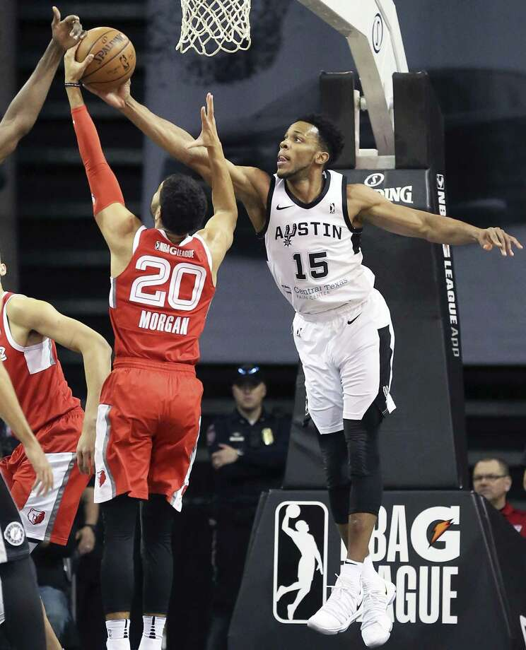 Jaron Blossomgame Stretches for a defensive rebound as he plays with the Austin Spurs as they host Memphis at the H-E-B Center in Ceday Park on February 1, 2018. Photo: Tom Reel / San Antonio Express-News / 2017 SAN ANTONIO EXPRESS-NEWS