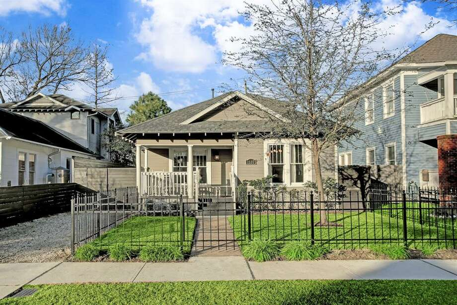 1537 Ashland Street : This 1925 home (extensively remodeled in 2013) has 4 bedrooms, 2 and a half bathrooms, 3,156 square feet, and is listed for $950,000. Photo: Houston Association Of Realtors