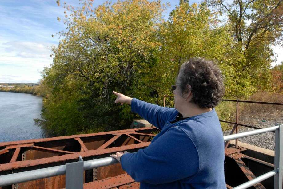 Front Street resident Mary Ann Ruscitto points to land along the Mohawk River that had been proposed for the Stockade Harbour waterfront residential community in Schenectady. (Michael P. Farrell / Times Union) Photo: MICHAEL P. FARRELL