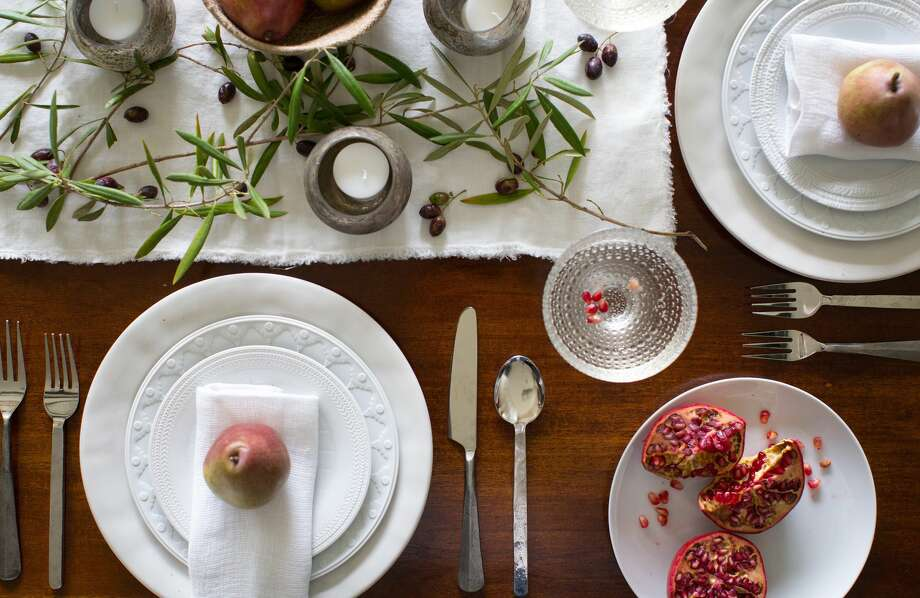 An unfinished edge to table linens works well for casual entertaining. Photo: Julie Soefer