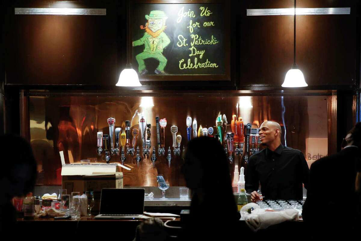 Employees prepare the new Ginger Man location in Midtown for its soft open Monday, Feb. 12, 2018 in Houston. (Michael Ciaglo / Houston Chronicle)