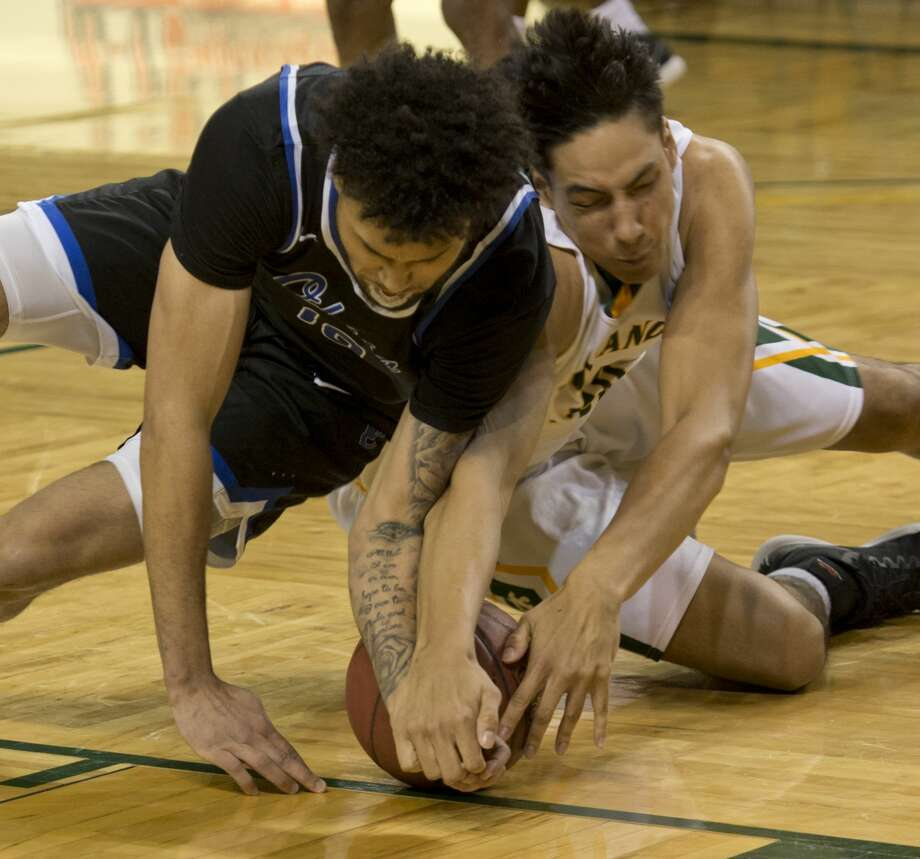 Odessa College's Jermaine Haley and Midland College's Jardin van der Korput battle for a loose ball 02/12/18 at the Chaparral Center.  Tim Fischer/Reporter-Telegram Photo: Tim Fischer/Midland Reporter-Telegram