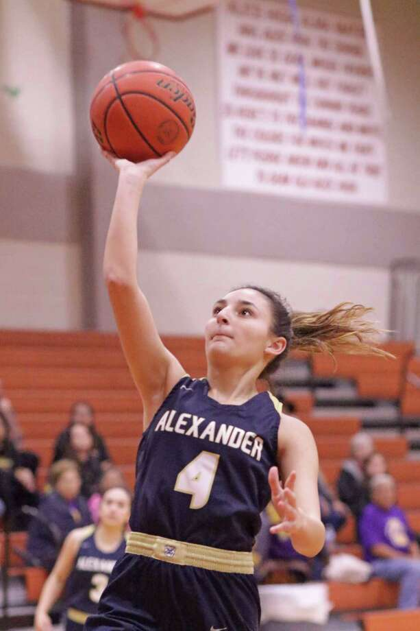 Katelynn De La Cruz tied for a team high with 12 points Monday as Alexander opened the playoffs with a 58-50 win over McAllen in Alice. Photo: Clara Sandoval / Laredo Morning Times