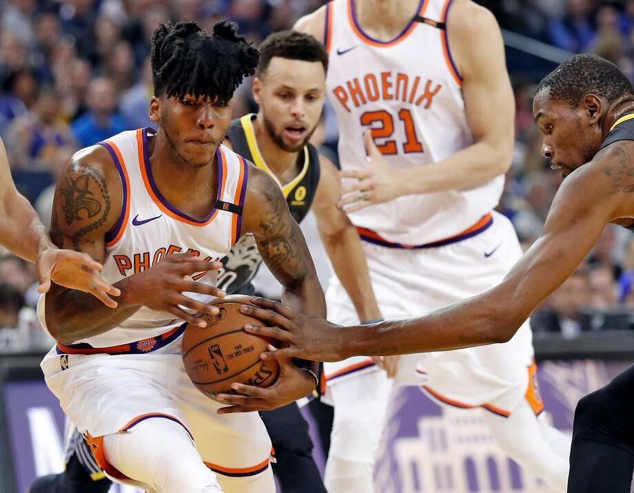 Golden State Warriors' Kevin Durant defends against Phoenix Suns' Elfrid Payton in 1st quarter during NBA game at Oracle Arena in Oakland, Calif., on Monday, February 12, 2018. Photo: Scott Strazzante, The Chronicle