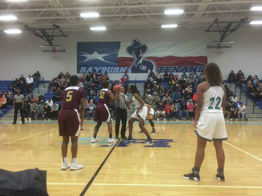 Summer Creek's Burgandi Griffin (32) and Pasadena Memorial's Abigail Samson (24) get ready for the tip-off to start their opening round bi-DIstrict playoff game Mon. night Feb. 12 at Sam Rayburn High School in Pasadena Photo: Elliott Lapin