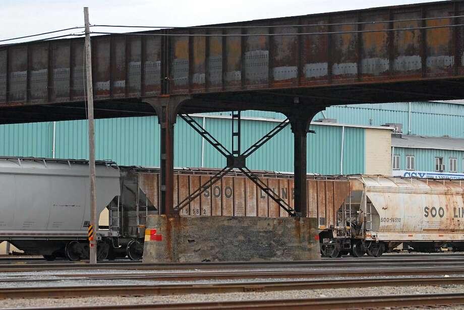 The span over the CSX rail yard in Selkirk had a rating of 3.37, according to the DOT. (Lori Van Buren/Times Union) Photo: LORI VAN BUREN