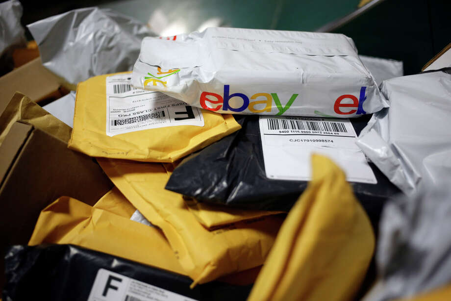 A parcel in eBay Inc. packaging is seen on a conveyor belt with other small parcels at the United States Postal Service sorting center in Louisville, Kentucky, on Jan. 13, 2017. Photo: Bloomberg Photo By Luke Sharrett. / © 2017 Bloomberg Finance LP