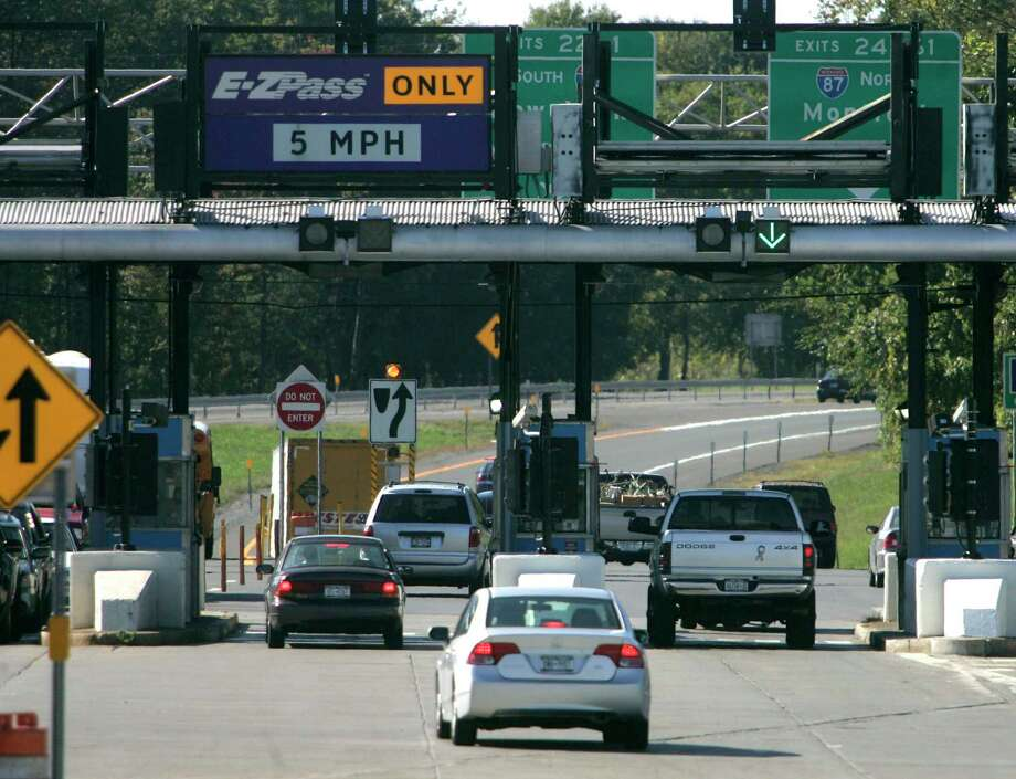 Vehicles enter the New York State Thruway in Albany, N.Y., Monday, Sept. 24, 2007. (AP Photo/Mike Groll) Photo: Mike Groll / AP