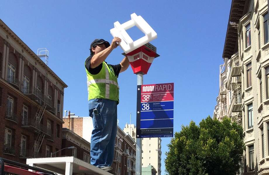The SFMTA will install new glowing bus stop signs around San Francisco. Photo: SFMTA