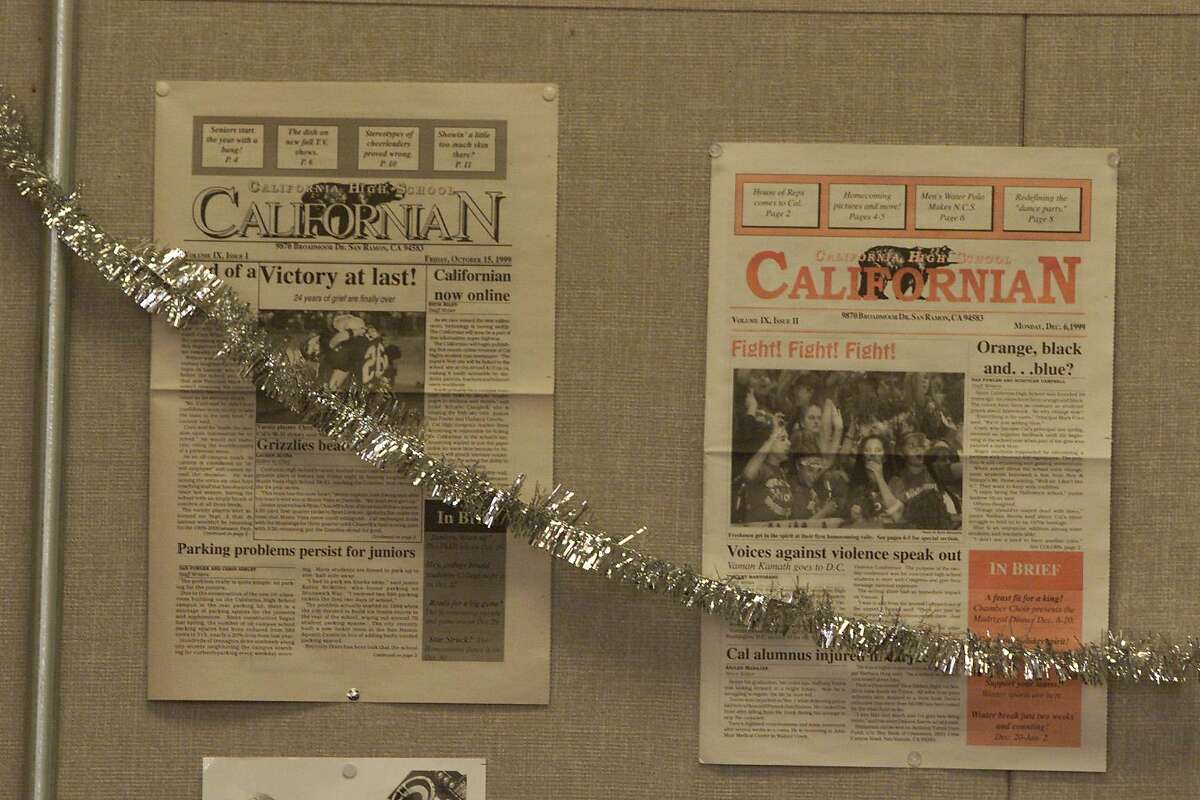 CCPAPERS-1E-C-27JAN00-CF-DF Students at California High School in San Ramon are putting out the 3rd and last issue of the semester. The first two issues are on the bulletin board in the classroom with Christmas decorations. CHRONICLE PHOTO BY DEANNE FITZMAURICE