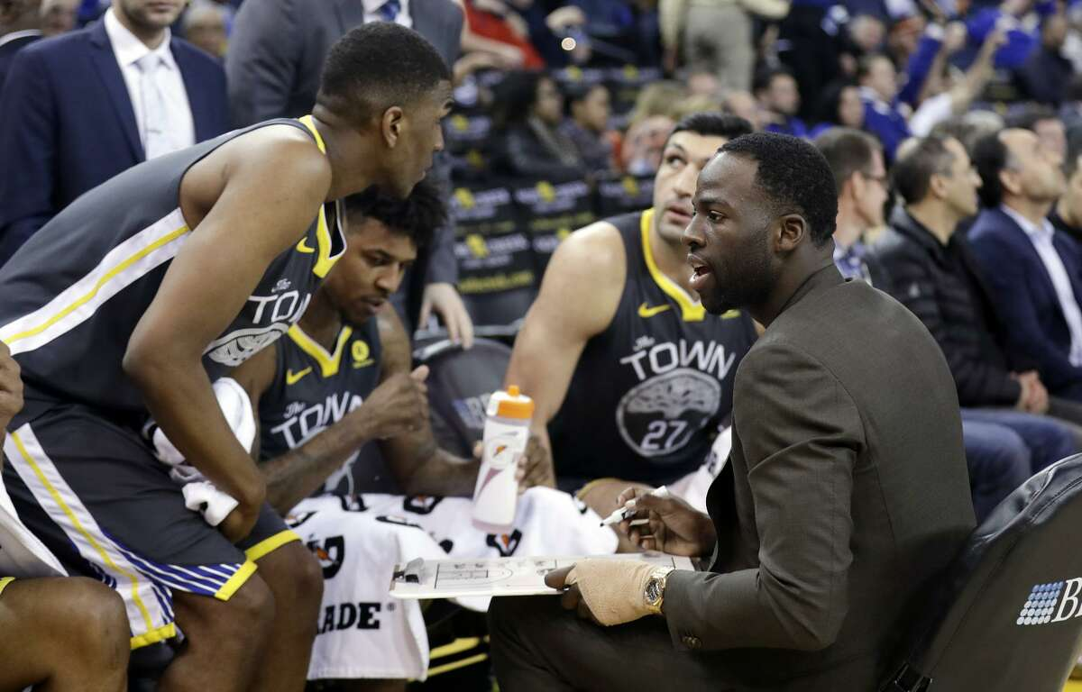 Draymond Green (right) runs one of the Warriors' huddles during their 129-83 rout of Phoenix on Monday night.