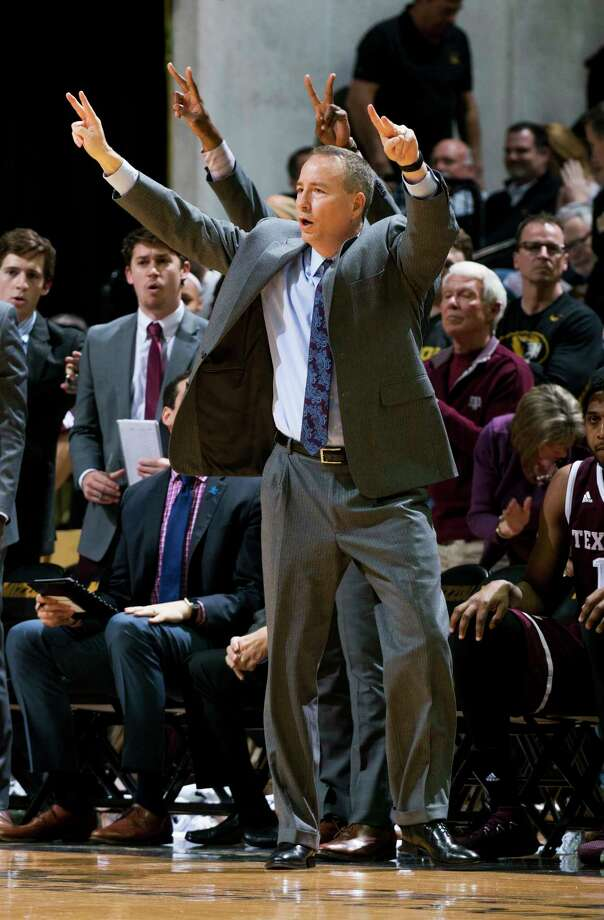 Texas A&M head coach Billy Kennedy calls a play during the second half of an NCAA college basketball game against Missouri Tuesday, Feb. 13, 2018, in Columbia, Mo. Missouri won the game 62-58. (AP Photo/L.G. Patterson) Photo: L.G. Patterson, Associated Press / FR23535 AP