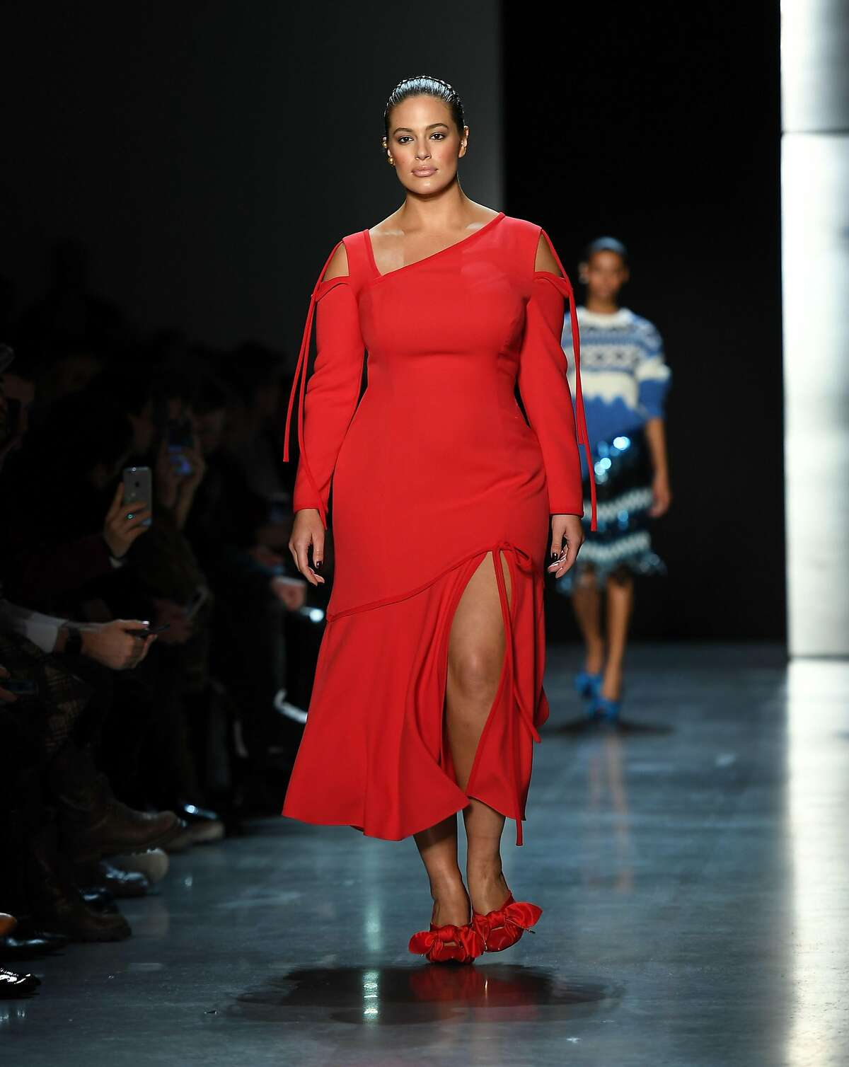 Model Ashley Graham walks the runway for Prabal Gurung during New York Fashion Week: The Shows at Gallery I at Spring Studios on February 11, 2018 in New York City. / AFP PHOTO / ANGELA WEISSANGELA WEISS/AFP/Getty Images