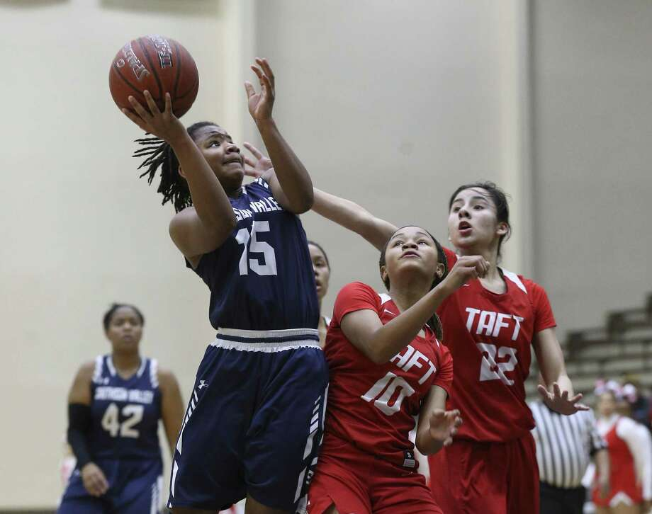 Smithson Valley's Trinity Garrett (15) attempts a shot against Taft's Tierra Tullis (10) and Brianna Cuellar (22) in Region IV Bi-District girls basketball at the Alamo Convocation Center on Tuesday, Feb. 13, 2018. (Kin Man Hui/San Antonio Express-News) Photo: Kin Man Hui, Staff / San Antonio Express-News / ©2018 San Antonio Express-News