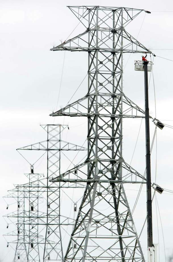 The infrastructure plan would make funding possible for power projects. Photo: BOB OWEN, Staff / © 2012 San Antonio Express-News