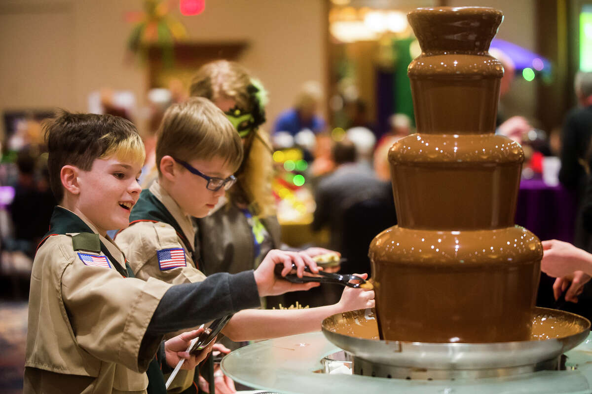 Guests enjoy a chocolate fountain during The Legacy Center's annual Mardi Gras Feast on Tuesday, Feb. 13, 2018 at the Great Hall Banquet and Convention Center. (Katy Kildee/kkildee@mdn.net)