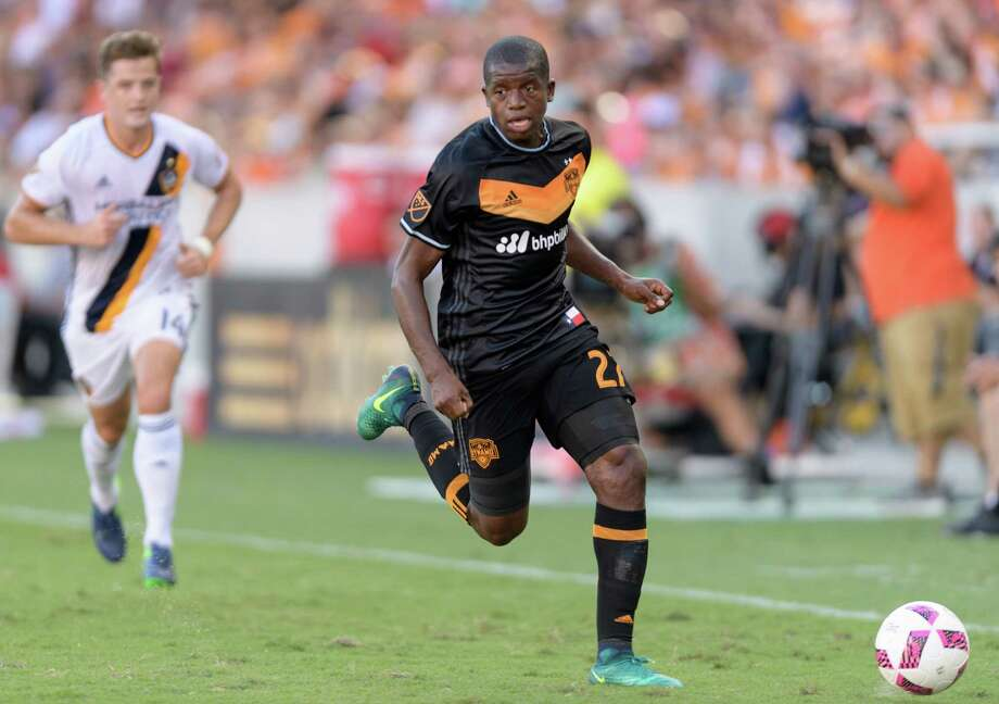Boniek Garcia (27) of the Houston Dynamo looks to pass the ball in the first half against the LA Galaxy in an MLS game on Sunday, October 16, 2016 at BBVA Compass Stadium in Houston Texas. Photo: Wilf Thorne / © 2016 Houston Chronicle
