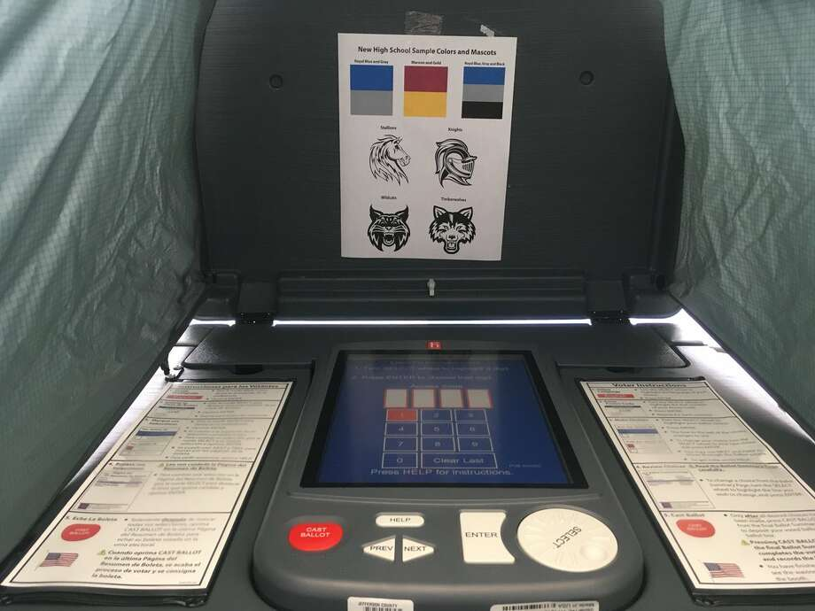 BISD has brought in voting machines from Jefferson County for Central and Ozen students to vote on the name, colors and mascot for the combined school.Liz Teitz/The Enterprise  Photo: BE
