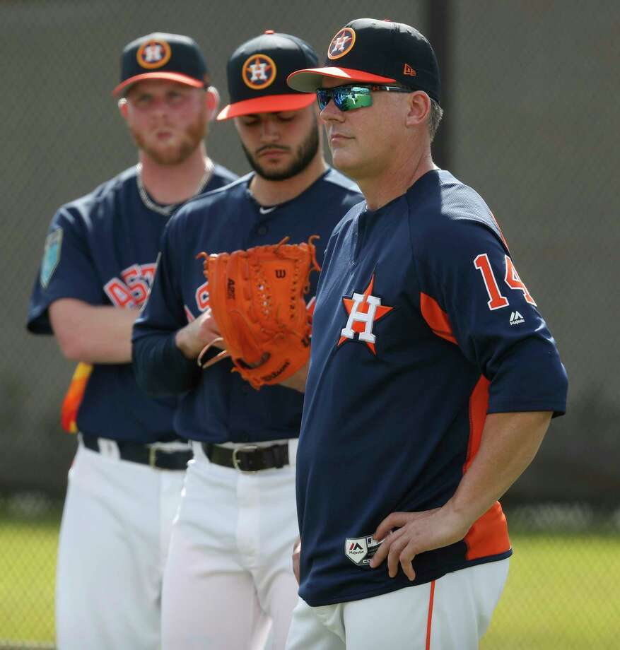 Houston Astros manager A.J. Hinch listens as pitching coach Brent Strom meets with pitchers as they worked out for the first time during spring training at The Ballpark of the Palm Beaches, Wednesday, Feb. 14, 2018, in West Palm Beach . Photo: Karen Warren, Houston Chronicle / © 2018 Houston Chronicle