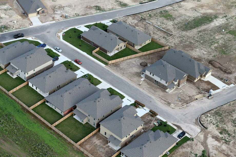 The local housing market had another strong month in January, despite an extremely tight supply of homes on the market, after setting another sales record in 2017. Photo: Edward A. Ornelas /San Antonio Express-News / © 2016 San Antonio Express-News