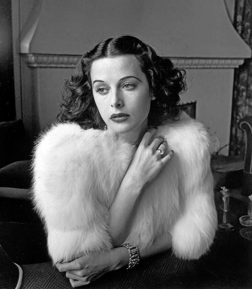 Hedy Lamarr - Glamorous portrait of movie actress Hedy Lamarr wearing white fox fur short jacket.1938 - ÂDiltz/RDA/Everett Collection (00523921) Photo: ÂDiltz/RDA/Everett Collection / ©Diltz/RDA/Everett Collection
