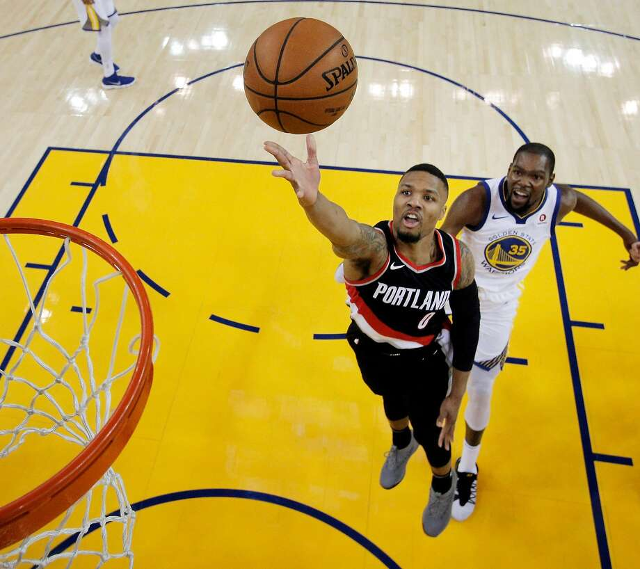 Damian Lillard (0) puts up a shot during the first half as the Golden State Warriors played the Portland Trail Blazers at Oracle Arena in Oakland, Calif., on Monday, December 11, 2017. Photo: Carlos Avila Gonzalez / The Chronicle