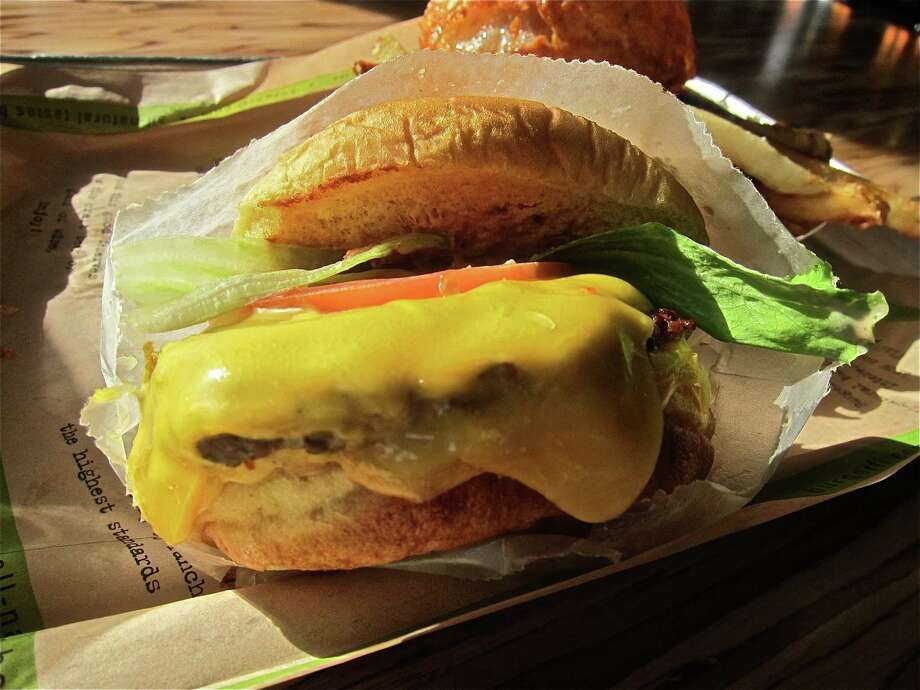 The standard BurgerFi cheeseburger. Photo: Alison Cook /Houston Chronicle / ONLINE_YES