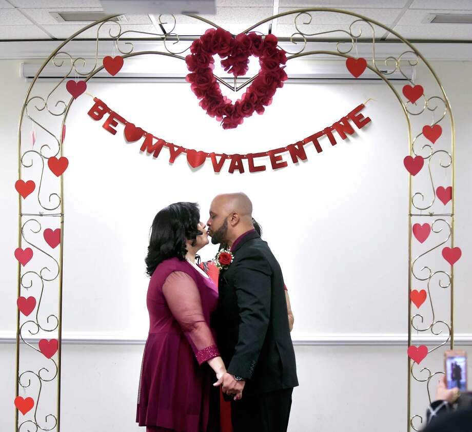 Ilona Daniels and Napoleon Perry kiss after being married at the Hamden Government Center Wednesday. Photo: Arnold Gold / Hearst Connecticut Media / New Haven Register