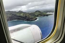 Approaching Kauai on a United Boeing 757