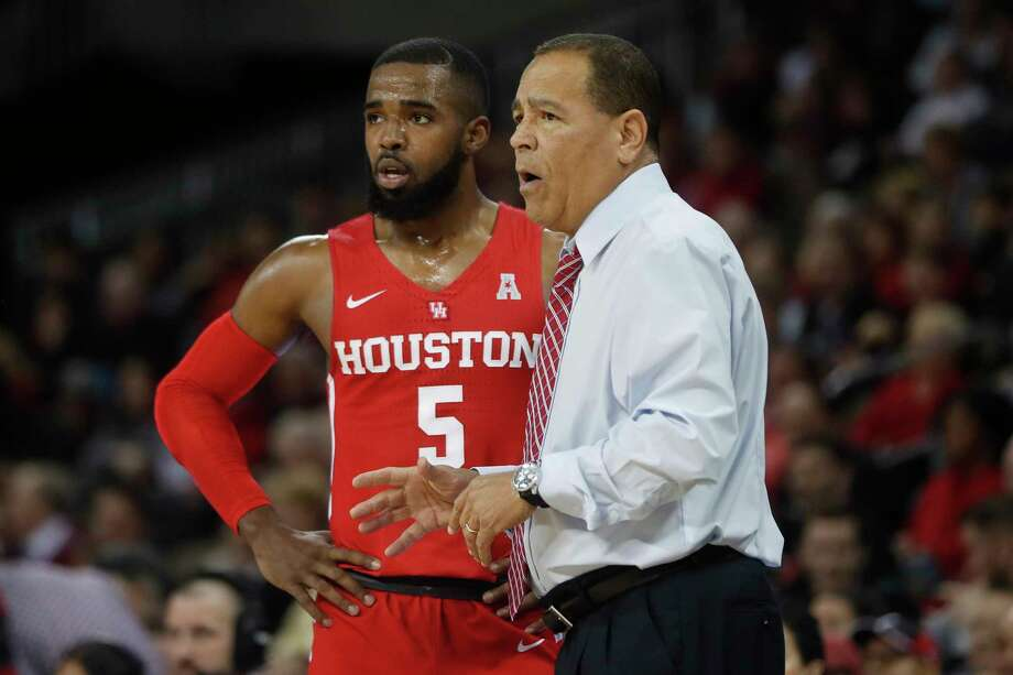 Houston Cougars head coach Kelvin Sampson, right, speaks with Corey Davis Jr. (5) in the first half of an NCAA college basketball game against Cincinnati, Wednesday, Jan. 31, 2018, in Highland Heights, Ky. Cincinnati won 80-70. (AP Photo/John Minchillo) Photo: John Minchillo, STF / AP