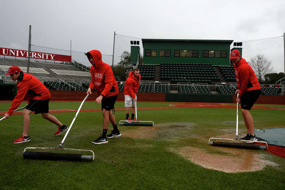 Lamar baseball student assistants roll water off the turf during a weather delay in the opening game of the Cardinal Classic. Photo taken Friday 2/17/17 Ryan Pelham/The Enterprise Photo: Ryan Pelham, Ryan Pelham/The Enterprise / ©2017 The Beaumont Enterprise/Ryan Pelham